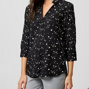 3/$25🎉 NWT Black with Star Pattern Blouse